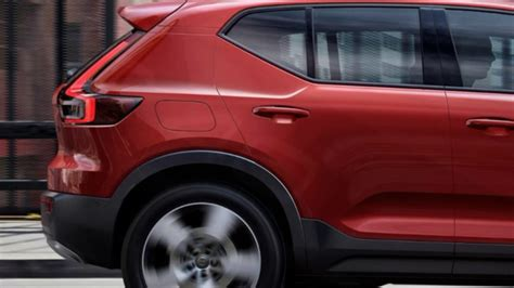 VOLVO XC40 in Fusion Red - YouTube