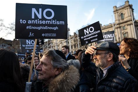 Labour antisemitism: Party plunged into chaos as top